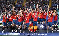 FUSSBALL UEFA U21-EUROPAMEISTERSCHAFT FINALE 2019  in Italien  Spanien - Deutschland   30.06.2019 JUBEL Sieger Spanien; Siegerehrung, Teamjubel; Dani Ceballos (Mitte) mit Pokal