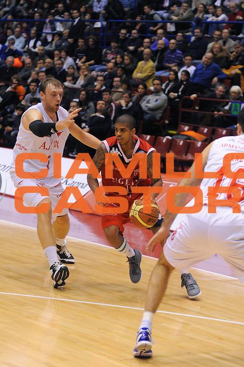 DESCRIZIONE : Milano Lega A 2010-11 Armani Jeans Milano Angelico Biella<br /> GIOCATORE : Edgar Sosa<br /> SQUADRA : Angelico Biella<br /> EVENTO : Campionato Lega A 2010-2011<br /> GARA : Armani Jeans Milano Angelico Biella<br /> DATA : 06/02/2011<br /> CATEGORIA : Palleggio<br /> SPORT : Pallacanestro<br /> AUTORE : Agenzia Ciamillo-Castoria/A.Dealberto<br /> Galleria : Lega Basket A 2010-2011<br /> Fotonotizia : Milano Lega A 2010-11Armani Jeans Milano Angelico Biella<br /> Predefinita :