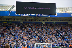 LEICESTER, ENGLAND - Saturday, November 10, 2018: Emotional Leicester City supporters pay tribute to the club's chairman Vichai Srivaddhanaprabha, who died in a helicopter crash on Oct 27, before the FA Premier League match between Leicester City FC and Burnley FC at the King Power Stadium. (Pic by David Rawcliffe/Propaganda)