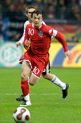 FRANKFURT, GERMANY - Wednesday, November 21, 2007: Wales' captain Simon Davies in action against Germany during the final UEFA Euro 2008 Qualifying Group D match at the Commerzbank Arena. (Pic by David Rawcliffe/Propaganda)