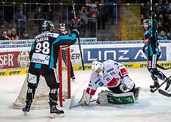 17.02.2019, Keine Sorgen Eisarena, Linz, AUT, EBEL, EHC Liwest Black Wings Linz vs HC TWK Innsbruck Die Haie, 47. Runde, im Bild v.l. Dan DaSilva (EHC Liwest Black Wings Linz) feiert das 3 zu 2, Tormann Luka Gracnar (HC TWK Innsbruck Die Haie), Rick Schofield (EHC Liwest Black Wings Linz) // during the Erste Bank Eishockey League 47th round match between EHC Liwest Black Wings Linz and HC TWK Innsbruck Die Haie at the Keine Sorgen Eisarena in Linz, Austria on 2019/02/17. EXPA Pictures © 2019, PhotoCredit: EXPA/ Reinhard Eisenbauer