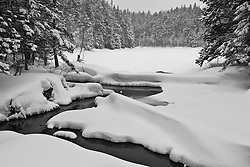 Ammonoosuc Lake in winter in New Hampshire's White Mountains. Crawford Notch.