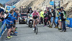 23.05.2017, Bormio, ITA, Giro d Italia 2017, 16. Etappe, Rovetta nach Bormio, im Bild Tom Dumoulin (NED, Team Sunweb) // during the 16th stage of the 100th Giro d' Italia cycling race from Rovetta to Bormio, in Bormio Italy on 2017/05/23. EXPA Pictures © 2017, PhotoCredit: EXPA/ R. Eisenbauer