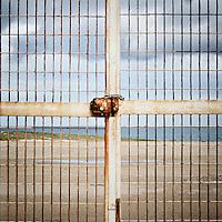 """Dettaglio dell'ingresso principale dall'interno dell'ex centro di permanenza temporanea """"Casa Regina Pacis"""" a San foca (LE) ormai in disuso. 21/02/2010 (PH Gabriele Spedicato)..I Centri di permanenza temporanea (CPT), ora denominati Centri di identificazione ed espulsione (CIE), sono strutture istituite in ottemperanza a quanto disposto all'articolo 12 della legge Turco-Napolitano (L. 40/1998) per ospitare gli stranieri """"sottoposti a provvedimenti di espulsione e o di respingimento con accompagnamento coattivo alla frontiera"""" nel caso in cui il provvedimento non sia immediatamenti eseguibile."""