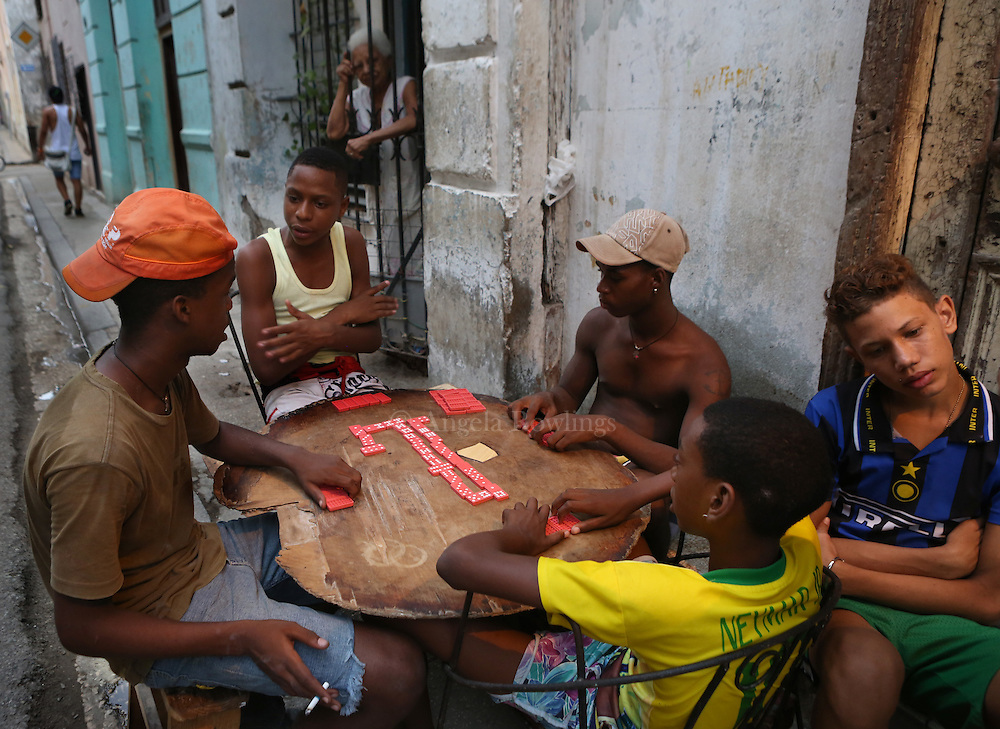 (091615  Havana, Cuba) Boys play dominoes in the street in Old Havana, Wednesday,  September 16, 2015. photo by Angela Rowlings.