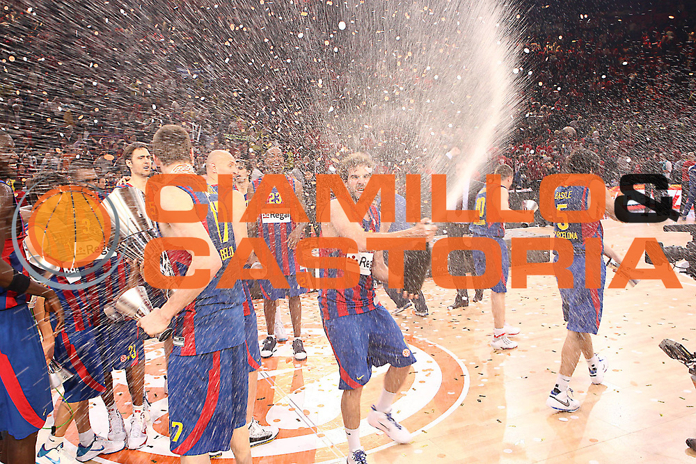 DESCRIZIONE : Parigi Paris Eurolega Eurolegue 2009-10 Final Four Finale 1-2 posto place Final Regal Fc Barcellona Olympiacos Pireo Atene<br /> GIOCATORE : Roger Grimau<br /> SQUADRA :&nbsp;Regal Fc Barcellona <br /> EVENTO : Eurolega 2009-2010&nbsp;<br /> GARA : Regal Fc Barcellona Olympiacos Pireo Atene<br /> DATA : 09/05/2010&nbsp;<br /> CATEGORIA : premiazione esultanza coppa<br /> SPORT : Pallacanestro&nbsp;<br /> AUTORE : Agenzia Ciamillo-Castoria/C.De Massis<br /> Galleria : Eurolega 2009-2010&nbsp;<br /> Fotonotizia : Parigi Paris Eurolega Euroleague 2009-2010 Final Four Finale 1-2 posto place Final Regal Fc Barcellona Olympiacos Pireo Atene<br /> Predefinita :