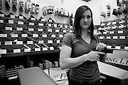 Dania, vendeuse chez G.A. Firing Line, boutique d'armes à feu et centre de tir. Kennesaw, USA.