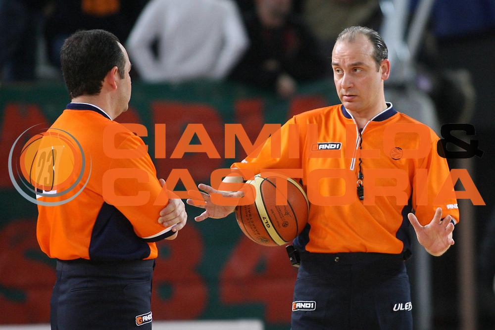 DESCRIZIONE : Roma Eurolega 2006-07 Top 16 Lottomatica Virtus Roma Pau Orthez<br />GIOCATORE : Arbitro Voreadis<br />SQUADRA : Referee<br />EVENTO : Eurolega 2006-2007 Top 16<br />GARA : Lottomatica Virtus Roma Pau Orthez<br />DATA : 14/02/2007 <br />CATEGORIA : <br />SPORT : Pallacanestro <br />AUTORE : Agenzia Ciamillo-Castoria/E.Castoria<br />Galleria : Eurolega 2006-2007<br />Fotonotizia : Roma Eurolega 2006-2007 Top 16 Lottomatica Roma Pau Orthez<br />Predefinita :