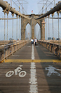 UNITED STATES-NEW YORK CITY-Brooklyn Bridge. PHOTO: GERRIT DE HEUS.VERENIGDE STATEN-NEW YORK. Fietser en hardlopers op de Brooklyn Bridge. PHOTO  GERRIT DE HEUS