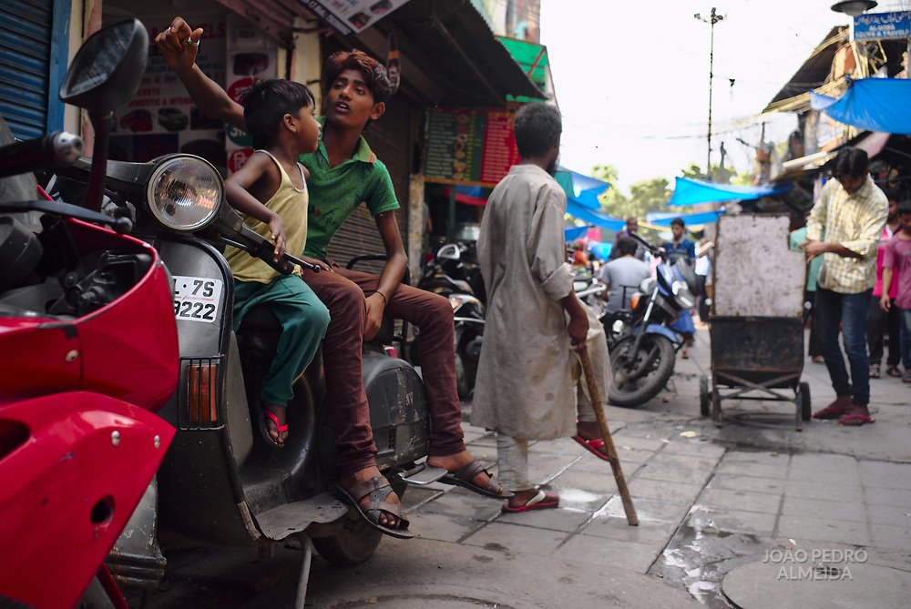 The alleys, shops and street stands at Hazrat Nizamuddin.