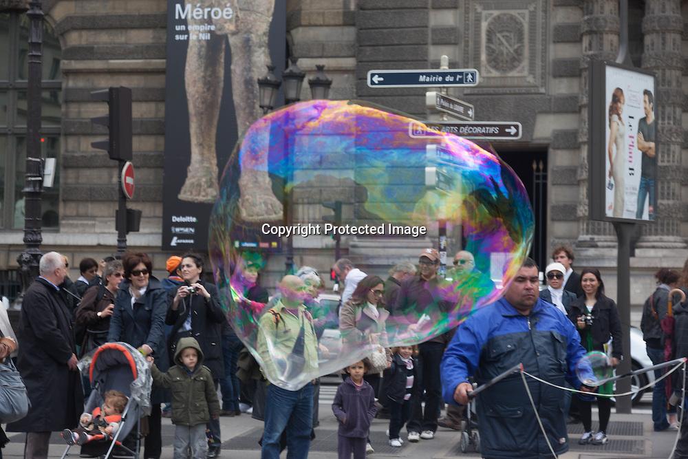 France. Paris 1st district.  Palais royal square ,man making giant soap bubbles /bulles de savon geantes , place du palais royal , paris