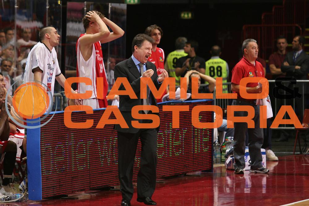 DESCRIZIONE : Milano Lega A1 2006-07 Playoff Quarti di Finale Gara 1 Armani Jeans Milano Whirlpool Varese<br /> GIOCATORE : Ruben Magnano<br /> SQUADRA : Whirlpool Varese<br /> EVENTO : Campionato Lega A1 2006-2007 Playoff Quarti di Finale Gara 1<br /> GARA : Armani Jeans Milano Whirlpool Varese<br /> DATA : 16/05/2007 <br /> CATEGORIA : Delusione<br /> SPORT : Pallacanestro <br /> AUTORE : Agenzia Ciamillo-Castoria/S.Ceretti