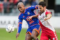 UTRECHT - FC Utrecht - Feyenoord , Voetbal , Seizoen 2015/2016 , Eredivisie , Stadion de Galgenwaard  , 28-02-2016, Speler van Feyenoord Eljero Elia (l) in duel met Utrecht speler Mark van der Maarel (r)