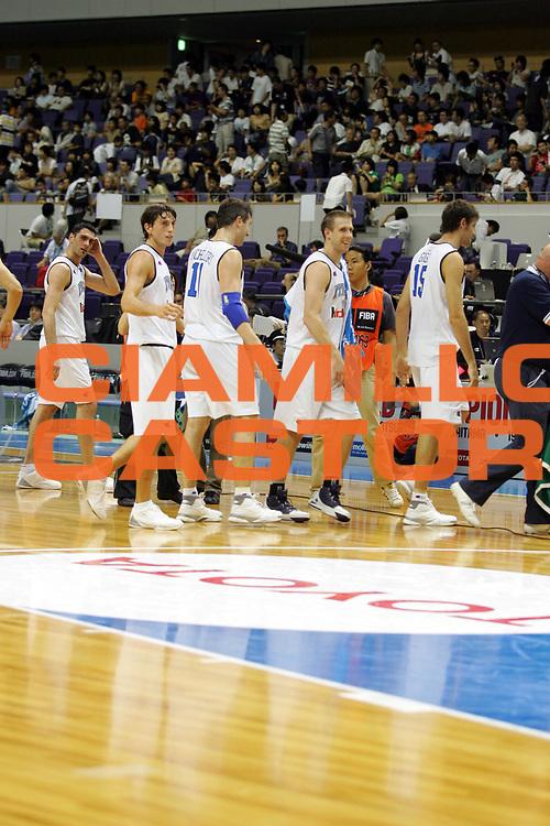 DESCRIZIONE : Sapporo Giappone Japan Men World Championship 2006 Campionati Mondiali Italy-Senegal <br />GIOCATORE : Team Italia<br />SQUADRA : Italy Italia <br />EVENTO : Sapporo Giappone Japan Men World Championship 2006 Campionato Mondiale Italy-Senegal <br />GARA : Italy Senegal Italia Senegal <br />DATA : 22/08/2006 <br />CATEGORIA : Esultanza<br />SPORT : Pallacanestro <br />AUTORE : Agenzia Ciamillo-Castoria/M.Ciamillo <br />Galleria : Japan World Championship 2006<br />Fotonotizia : Sapporo Giappone Japan Men World Championship 2006 Campionati Mondiali Italy-Senegal <br />Predefinita :