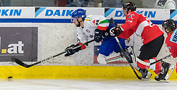 12.04.2018, Tiroler Wasserkraft Arena, Innsbruck, AUT, Eishockey Testspiel, Österreich vs Italien, während dem Eishockey Testspiel Österreich vs Italien am Donnerstag, 12. April 2018 in Innsbruck, im Bild v.l.: Tommaso Goi (ITA) und Martin Schumnig (AUT) // during the International Icehockey Friendly match between Austria and Italy at the Tiroler Wasserkraft Arena in Innsbruck, Austria on 2018/04/12. EXPA Pictures © 2018, PhotoCredit: EXPA/ Jakob Gruber
