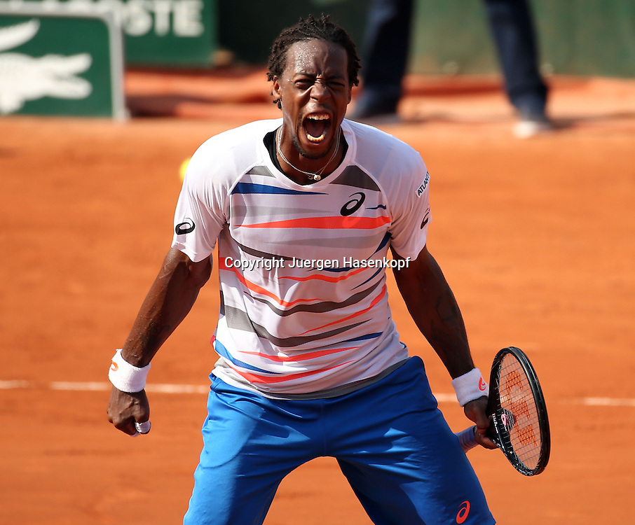 French Open 2014, Roland Garros,Paris,ITF Grand Slam Tennis Tournament,<br /> Gael Monfils (FRA) jubelt nach seinem Sieg,Jubel,Emotion,Freude,Einzellbild,<br /> Halbkoerper,Querformat,