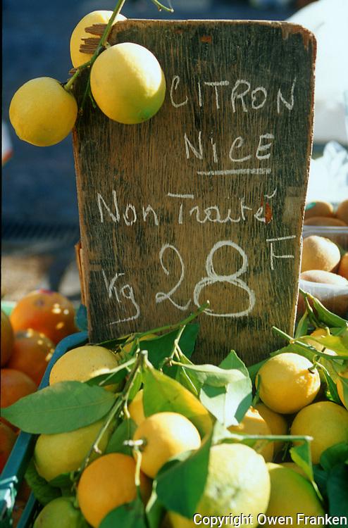 Zitrone aus Nizza auf einem Markt in der Provence..© Owen Franken.