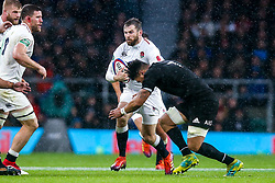 Elliot Daly of England takes on Ardie Savea of New Zealand - Mandatory by-line: Robbie Stephenson/JMP - 10/11/2018 - RUGBY - Twickenham Stadium - London, England - England v New Zealand - Quilter Internationals