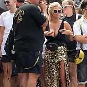 NLD/Amsterdam/20180604 - Gaypride 2018, wachtende deelnemers in zwarte kleding