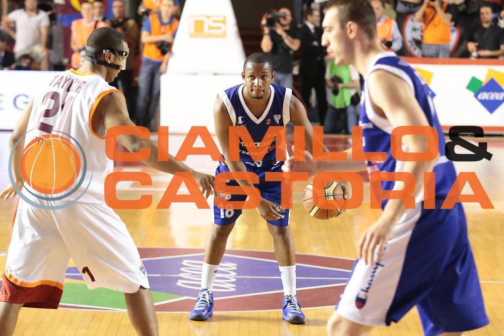 DESCRIZIONE : Roma Lega A 2012-2013 Acea Roma Lenovo Cantu playoff semifinale gara 7<br /> GIOCATORE : Tabu Jonathan<br /> CATEGORIA : palleggio<br /> SQUADRA : Lenovo Cantu<br /> EVENTO : Campionato Lega A 2012-2013 playoff semifinale gara 7<br /> GARA : Acea Roma Lenovo Cantu<br /> DATA : 06/06/2013<br /> SPORT : Pallacanestro <br /> AUTORE : Agenzia Ciamillo-Castoria/M.Simoni<br /> Galleria : Lega Basket A 2012-2013  <br /> Fotonotizia : Roma Lega A 2012-2013 Acea Roma Lenovo Cantu playoff semifinale gara 7<br /> Predefinita :