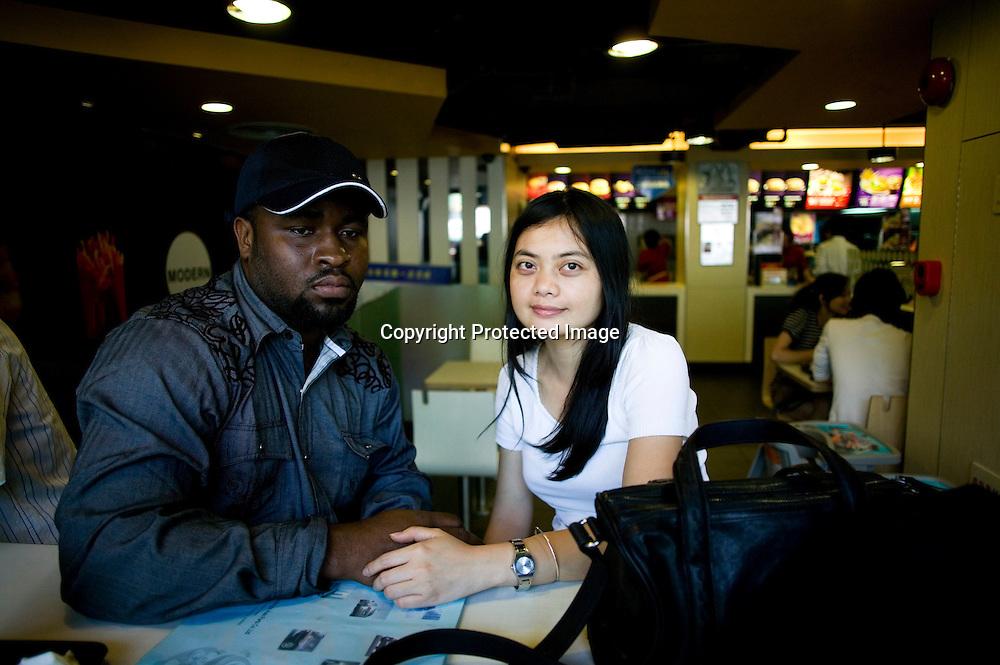 GUANGZHOU, 3. Mai , 2010:..X und seine Chinesische Frau sitzen in einem Restaurant in der Naehe eines Afrikanischen handelszentrums in Guangzhou. X kommt aus Suedafrika, seine Mutter aus Nigeria und er selbst traeumt davon , in China eine Fabrik zu bauen.