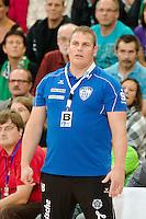 Trainer Dirk Beuchler (TBV) verfolgt das Spiel