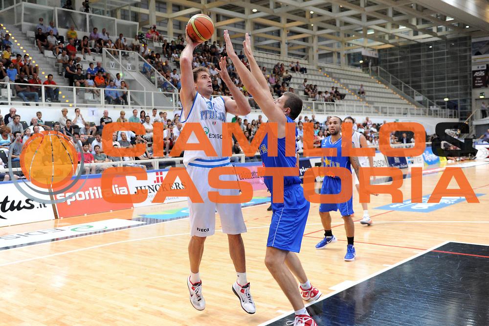 DESCRIZIONE : Trento Primo Trentino Basket Cup Italia Bosnia Erzegovi<br /> GIOCATORE : Jeff Viggiano<br /> CATEGORIA : tiro<br /> SQUADRA : Nazionale Italia Maschile<br /> EVENTO :  Trento Primo Trentino Basket Cup<br /> GARA : Italia Bosnia Erzegovi<br /> DATA : 26/07/2012<br /> SPORT : Pallacanestro<br /> AUTORE : Agenzia Ciamillo-Castoria/C.De Massis<br /> Galleria : FIP Nazionali 2012<br /> Fotonotizia : Trento Primo Trentino Basket Cup Italia Bosnia Erzegovi<br /> Predefinita :