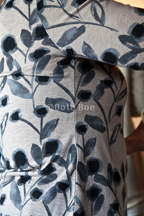 woman wearing T shirt with flower design