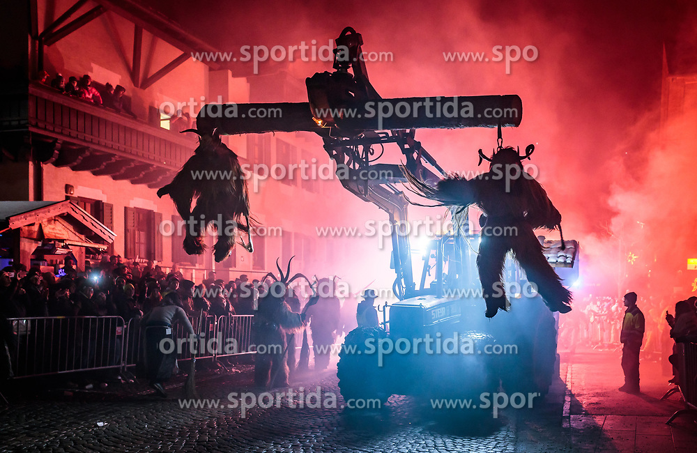 05.12.2017, Kaprun, AUT, Pinzgauer Krampustage im Bild Mitglieder verschiedener Krampusgruppen beim Krampusumzug auf einem Traktor // Men dressed as a devil on a tractor performs during a Krampus show. Krampus is a mythical creature that, according to legend, accompanies Saint Nicholas during the festive season. Instead of giving gifts to good children, he punishes the bad ones, Kaprun, Austria on 2017/12/05. EXPA Pictures © 2017, PhotoCredit: EXPA/ JFK
