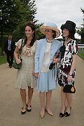 Calypso Lawrence, Catherine Gibbs and Mrs. Patrick Lawrence. Glorious Goodwood. 2 August 2007.  -DO NOT ARCHIVE-© Copyright Photograph by Dafydd Jones. 248 Clapham Rd. London SW9 0PZ. Tel 0207 820 0771. www.dafjones.com.