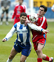 Fotball<br /> Spania 2003/04<br /> Alaves v Numancia<br /> 11. januar 2004<br /> Foto: Digitalsport<br /> NORWAY ONLY<br /> Numancia's J.C. Moreno (right) struggles for the ball with Alavés's Magno