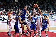 DESCRIZIONE : Varese Lega A 2013-14 Cimberio Varese Acqua Vitasnella Cantu<br /> GIOCATORE : Adrian Banks<br /> CATEGORIA : Rimbalzo<br /> SQUADRA : Cimberio Varese<br /> EVENTO : Campionato Lega A 2013-2014<br /> GARA : Cimberio Varese Acqua Vitasnella Cantu<br /> DATA : 15/12/2013<br /> SPORT : Pallacanestro <br /> AUTORE : Agenzia Ciamillo-Castoria/G.Cottini<br /> Galleria : Lega Basket A 2013-2014  <br /> Fotonotizia : Varese Lega A 2013-14 Cimberio Varese Acqua Vitasnella Cantu<br /> Predefinita :