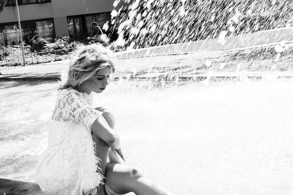 WHITE SUMMER WITH CELINA R&lt;br&gt;<br /> Black &amp; white series
