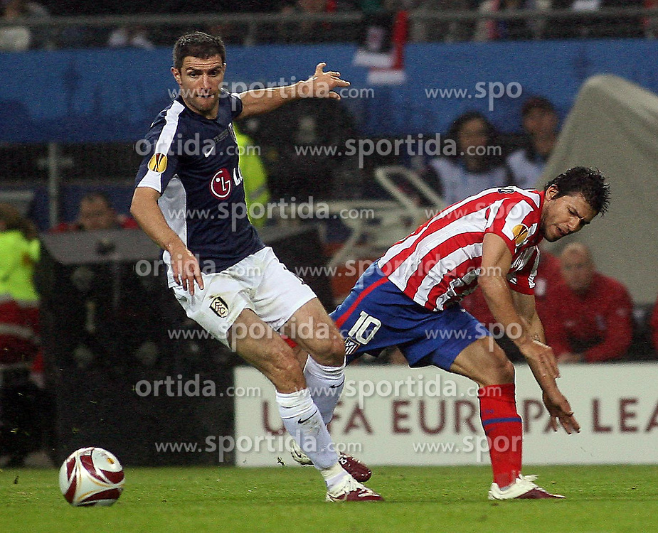 12.05.2010, Hamburg Arena, Hamburg, GER, UEFA Europa League Finale, Atletico Madrid vs Fulham FC, im Bild Action picture involving Atletic Madrid's Sergio Aguero and Fulham's Aaron Hughes , EXPA Pictures © 2010, PhotoCredit: EXPA/ IPS/ Marcello Pozzetti / SPORTIDA PHOTO AGENCY
