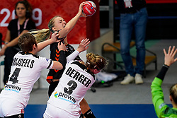08-12-2019 JAP: Netherlands - Germany, Kumamoto<br /> First match Main Round Group1 at 24th IHF Women's Handball World Championship, Netherlands lost the first match against Germany with 23-25. / Kelly Dulfer #18 of Netherlands, Alina Grijseels #4 of Germany, Amelie Berger #3 of Germany