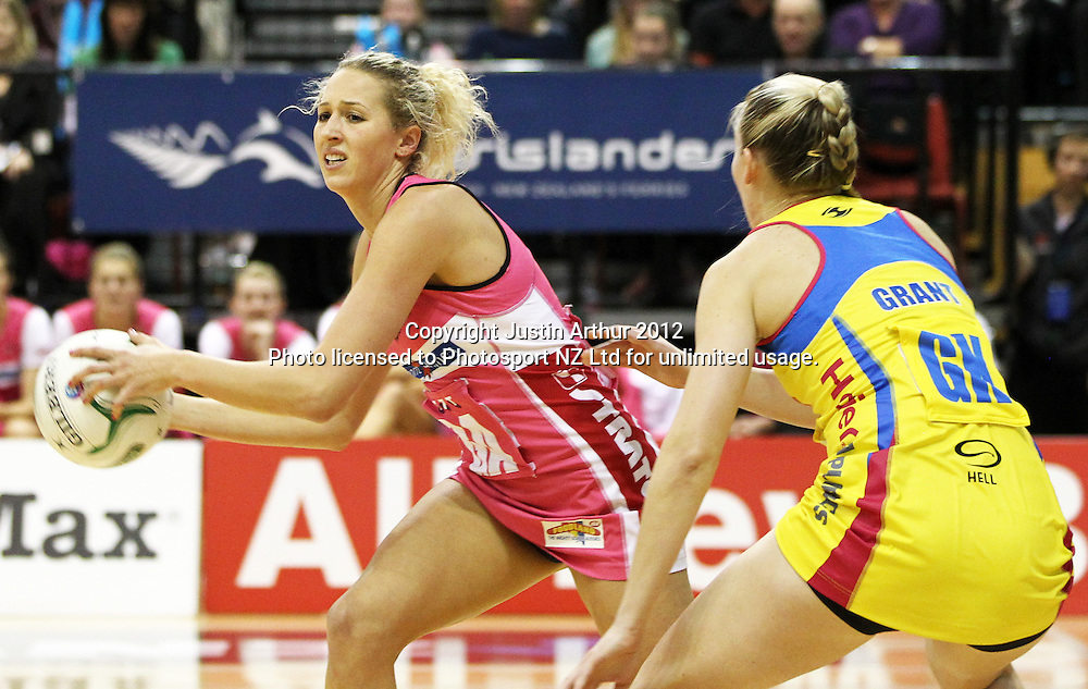 Thunderbirds' Erin Bell in action during the ANZ Netball Championship, Haier Pulse v Adelaide Thunderbirds at TSB Bank Arena, Wellington, New Zealand on Monday 21 May 2012. Photo: Justin Arthur / photosport.co.nz
