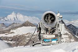 THEMENBILD - Schneekanone am Mölltaler Gletscher im Hintergrund der Grossglockner, aufgenommen am 7. Oktober 2014 // snow canon on Molltal Glacier in the background of the Grossglockner, Pictured on October 7, 2014. EXPA Pictures © 2014, PhotoCredit: EXPA/ Johann Groder