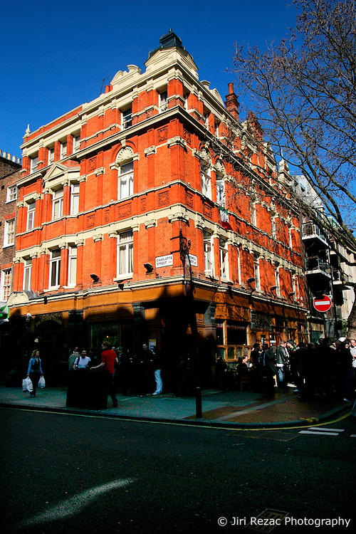 UK ENGLAND LONDON 16MAR07 - Geneal view of the Fitzroy tavern on  Charlotte Street, a wealthy neighbourhood in central London. . . jre/Photo by Jiri Rezac. . © Jiri Rezac 2007. . Contact: +44 (0) 7050 110 417. Mobile:  +44 (0) 7801 337 683. Office:  +44 (0) 20 8968 9635. . Email:   jiri@jirirezac.com. Web:    www.jirirezac.com. . © All images Jiri Rezac 2007 - All rights reserved.