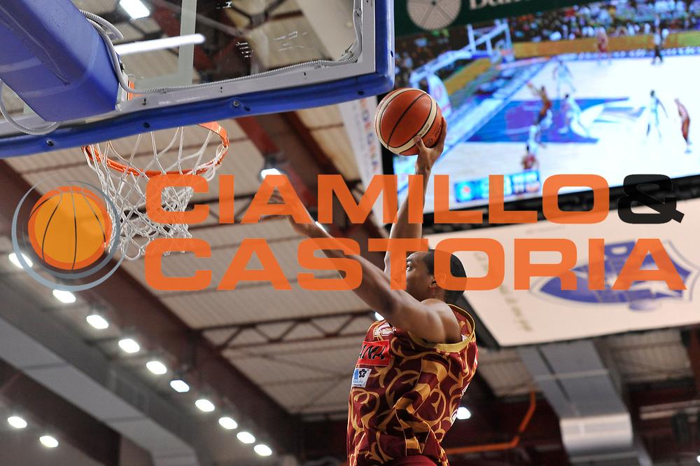 DESCRIZIONE : Campionato 2015/16 Serie A Beko Dinamo Banco di Sardegna Sassari - Umana Reyer Venezia<br /> GIOCATORE : Josh Owens<br /> CATEGORIA : Schiacciata<br /> SQUADRA : Umana Reyer Venezia<br /> EVENTO : LegaBasket Serie A Beko 2015/2016<br /> GARA : Dinamo Banco di Sardegna Sassari - Umana Reyer Venezia<br /> DATA : 01/11/2015<br /> SPORT : Pallacanestro <br /> AUTORE : Agenzia Ciamillo-Castoria/C.Atzori