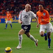 NLD/Amsterdam/20061115 - Voetbal, Nederland - Engeland, Urby Emanuelson in duel met Andrew Johnson