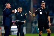 03-10-2015 VOETBAL: WILLEM II-PEC ZWOLLE:TILBURG<br /> Trainer/Coach Ron Jans van PEC Zwolle in discussie met Scheidsrechter Liesveld<br /> <br /> Foto: Geert van Erven