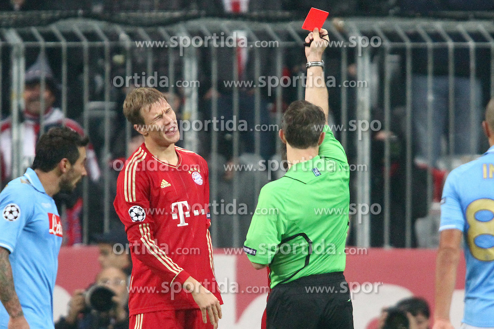 02.11.2011, Allianz Arena, Muenchen, GER, UEFA CL, FC Bayern Muenchen vs. SSC Neapel, im Bild  Gelb Rote Karte fŸr Holger Badstuber (Bayern #28) // during the CL match  FC Bayern Muenchen (GER)  vs.  SSC Neapel  (ITA) Gruppe A, on 2011/11/02, Allianz Arena, Munich, Germany, EXPA Pictures © 2011, PhotoCredit: EXPA/ nph/  Straubmeier       ****** out of GER / CRO  / BEL ******