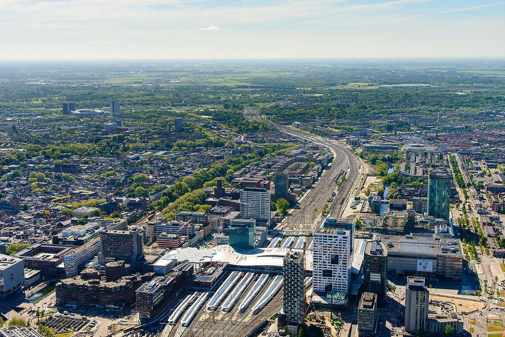 Nederland, Utrecht, Utrecht, 13-05-2019; overzicht Station Utrecht Centraal met onder andere Stadskantoor Gemeente Utrecht.<br /> Utrecht Central Station and surroundings.<br /> <br /> luchtfoto (toeslag op standard tarieven);<br /> aerial photo (additional fee required);<br /> copyright foto/photo Siebe Swart