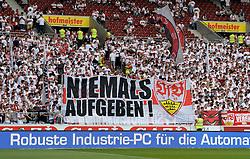 Football: Germany, 1. Bundesliga, VFB STUTTGART - HAMBURGER SV (HSV), Stuttgart - 16.05.2015,<br /> Riesiges Plakat der Stuttgarter Fans: &quot;Niemals Aufgeben&quot; &quot;Never give up&quot;, transparent, banner<br /> <br /> &copy; pixathlon<br /> <br /> +++ NED out !!! +++