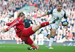 28.03.2010, Anfield, Liverpool, ENG, FA Premier League, Liverpool FC vs Sunderland FC, im Bild Liverpool's Fernando Torres tries to keep the ball in play while Sunderland's Anton Ferdinand watches on during the Premiership match at Anfield. EXPA Pictures © 2010, PhotoCredit: EXPA/ Propaganda/ D. Rawcliffe / SPORTIDA PHOTO AGENCY