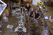 Henk-Jan Hoving, Svenja Christiansen, Eduard Fabrizius on RV Merian. The PELAGIOS is a towed ocean observation instrument that consists of an aluminium frame with a forward looking HD video camera and LED lights. Underwater surveys with optical techniques like PELAGIOS, ROVs and plankton recorders have revealed fauna that are not sampled by nets, and show a diverse fauna of gelatinous organisms in the mesoand bathypelagic zones. During MSM49 PELAGIOS was used to investigate the impact of different oceanographic features on the vertical distribution, abundance and diversity of macrozooplankton and (micro)nekton. Atlantic Ocean, close to Cape Verde | Atlantischer Ozean, nahe Kap Verde