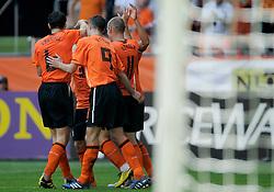 05-06-2010 VOETBAL: NEDERLAND - HONGARIJE: AMSTERDAM<br /> Nederland wint met 6-1 van Hongarije / Vreugde bij Nederland als Wesley Sneijder de 3-1 maakt<br /> ©2010-WWW.FOTOHOOGENDOORN.NL