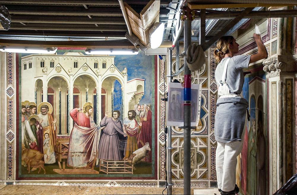 01 OCT 2001 - Padova - Restauro della Cappella degli Scrovegni.