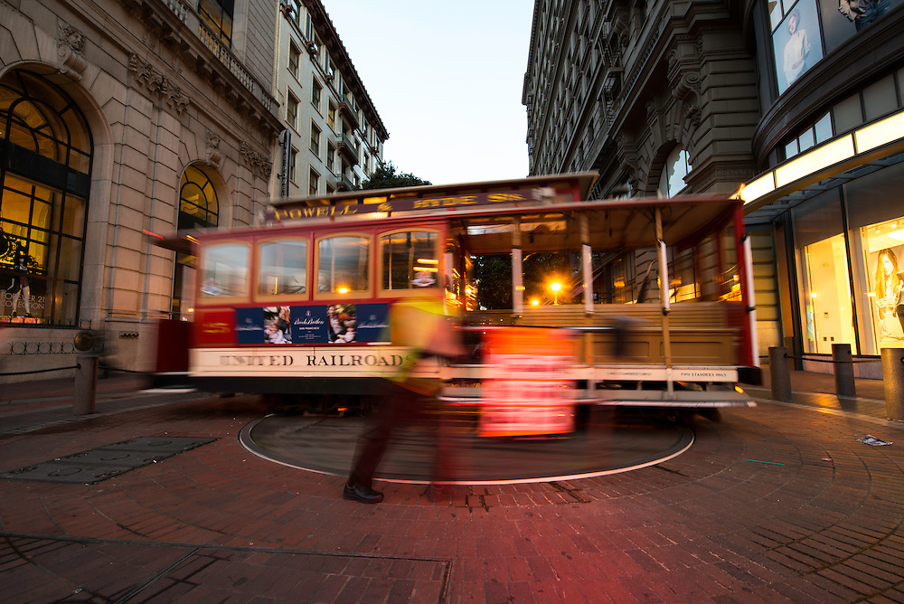 Cable Car 25 turns around on the Powell Street Turntable | March 13, 2014