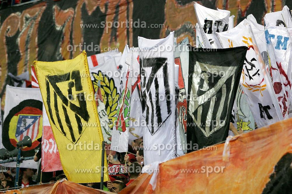08.04.2010, Stadion Vicente Calderon, Madrid, ESP, UEFA EL, Atletico Madrid vs Valencia CF im Bild Atletico de Madrid's supporters with flags, EXPA Pictures © 2010, PhotoCredit: EXPA/ Alterphotos / Alvaro Hernandez / SPORTIDA PHOTO AGENCY